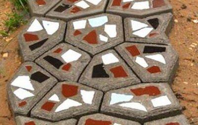 Садовая дорожка с камешками