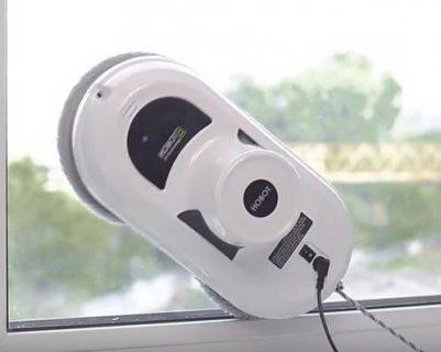 Робот-мойщик на окне