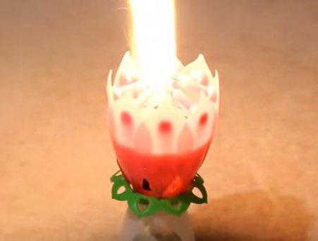 Свечка музыкальная с фейерверком