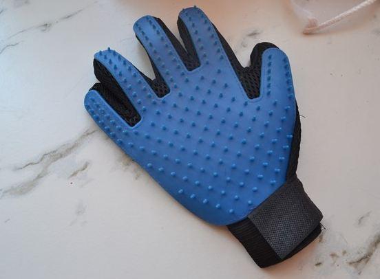 Перчатка для снятия шерсти с домашних животных