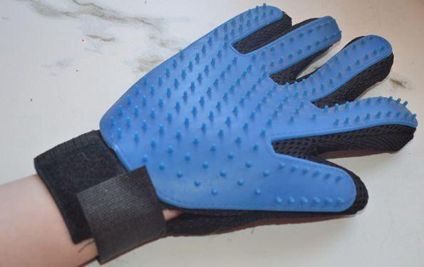Перчатка для удаления шерсти с животных