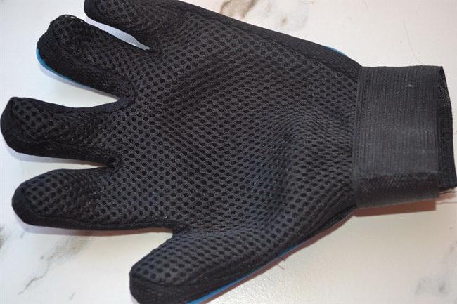 Перчатка для вычесывания шерсти домашних животных