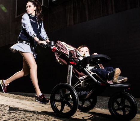 Что лучше выбрать коляску или слинг